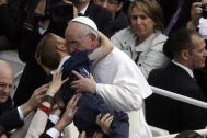 pope-francis-hugging-disabled-child